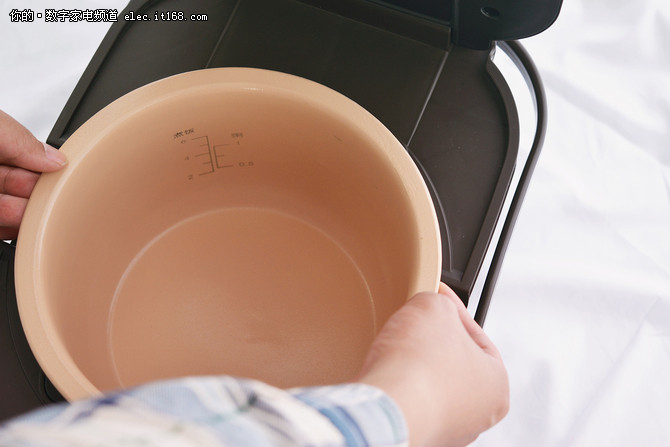 伊莱特能量土锅广式腊味饭