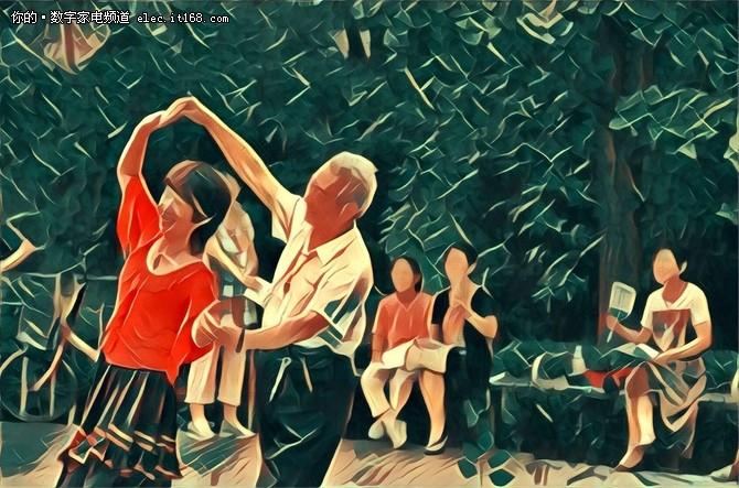 因为它 老人们都不在小区跳广场舞了