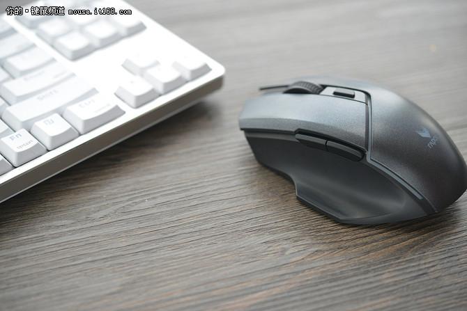雷柏V320双模游戏鼠标评测