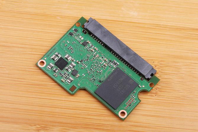 64层3D MLC 三星860 PRO 512GB SSD评测