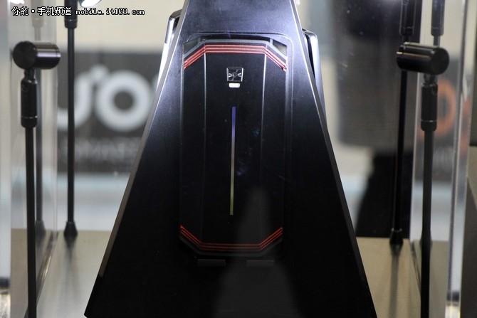超长续航概念游戏机 努比亚新品亮相MWC2018