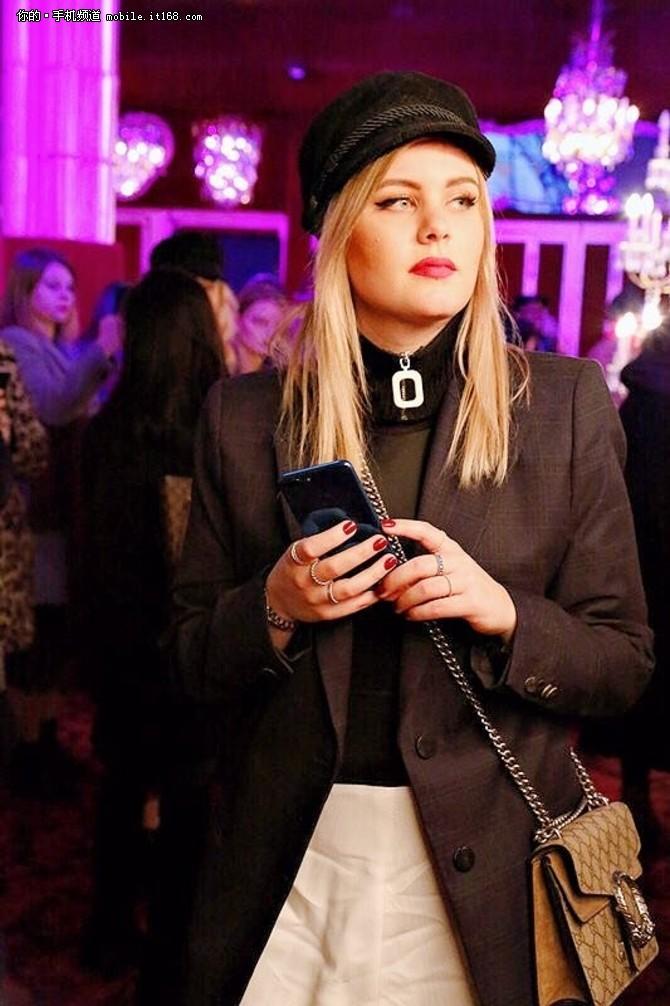 科技遇见时尚 荣耀9青春版亮相巴黎时装周