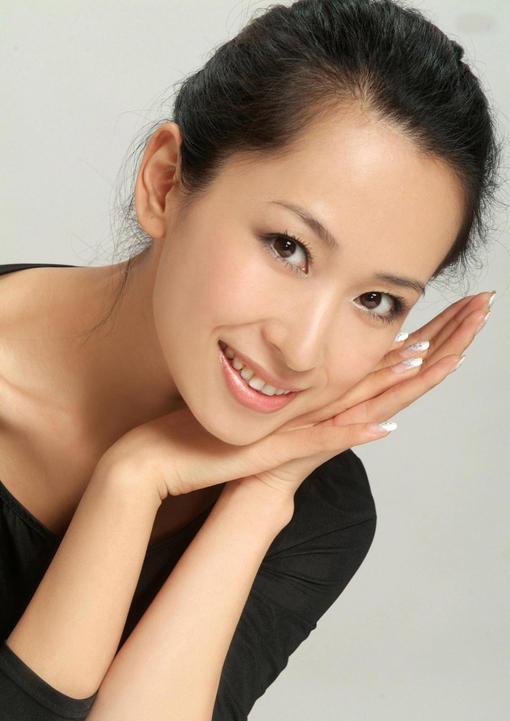 演员李艾佳去世 高强度工作身体不堪重负
