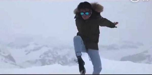 王宝强雪山上打拳 动作一气呵成拳拳到位