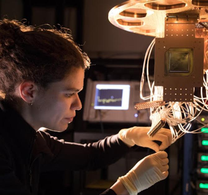 一跃成为领头羊,谷歌公布72量子比特芯片