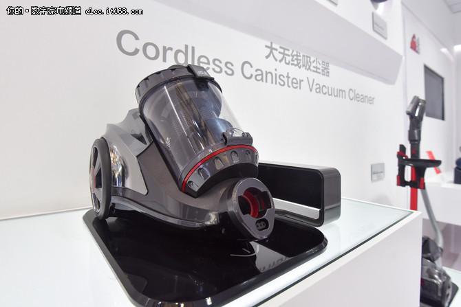 小狗电器亮相AWE 大吸力无线吸尘器抢镜
