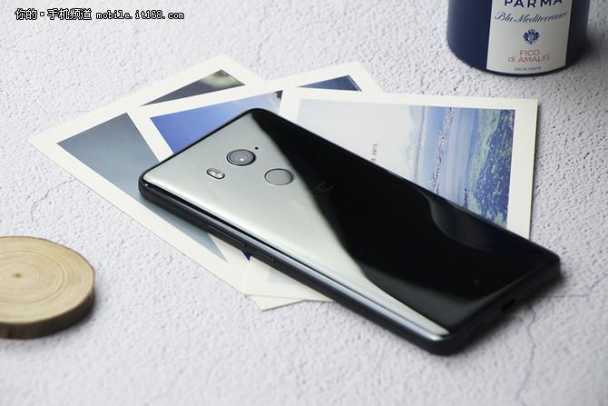 HTC U12曝光 液面机身配磨砂白玻璃后壳