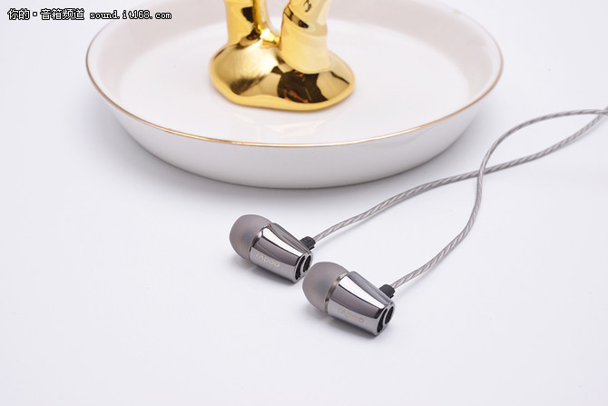 手游最佳拍档 雷柏VM120入耳式游戏耳机评测