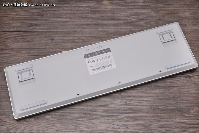 多设备无缝切换 雷柏MT700多模机械键盘评测