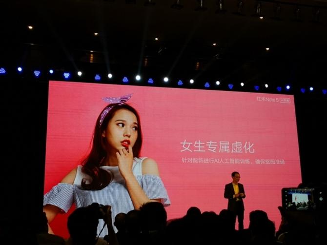 这抠图厉害了!美女用红米Note 5自拍对比iPhone X:结果看呆