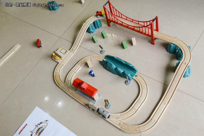 玩出独立思维 米兔轨道积木电动火车体验