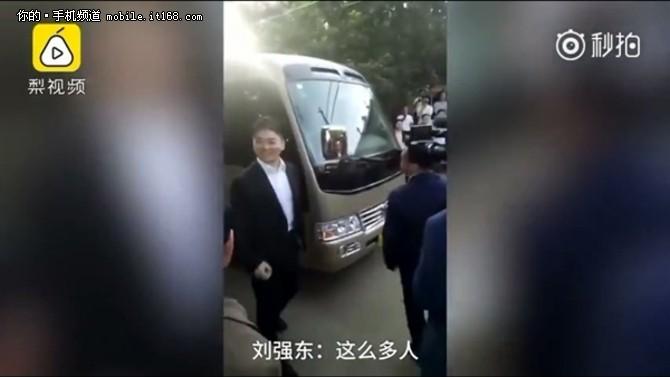 霸道总裁刘强东回湘潭认亲 送100亿小礼物