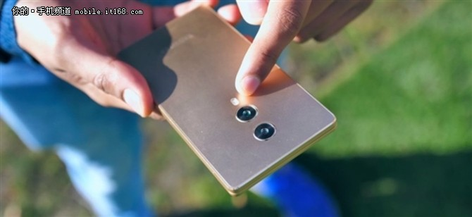 国产真全面屏手机MIX4亮相:设计真讨巧!