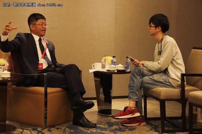 夏普引领8K5G时代 专访富士康大学校长