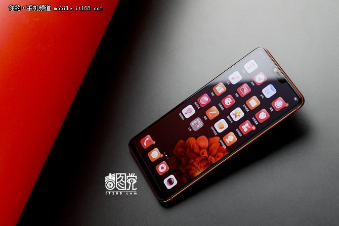 若隐若现的热魅力 OPPO R15梦镜红正式开卖