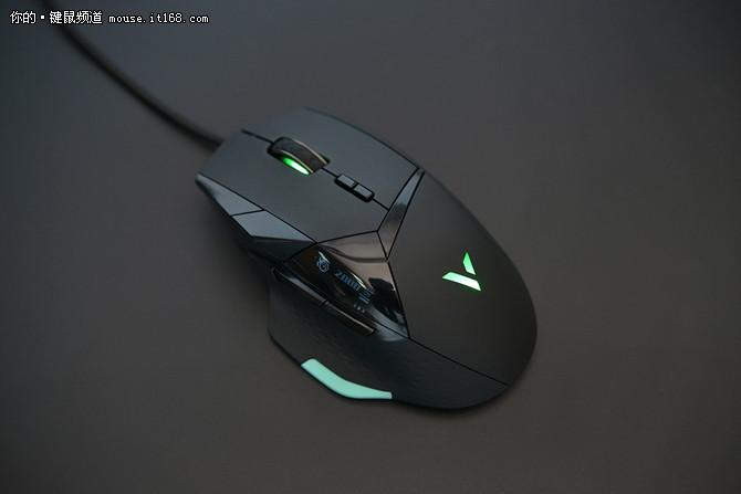 高端电竞之作! 雷柏VT900游戏鼠标评测