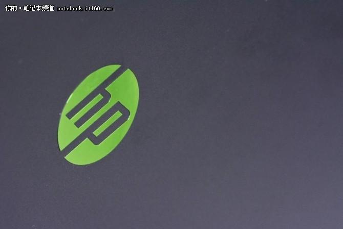 独有的绿黑光影配色彰显出外观设计个性