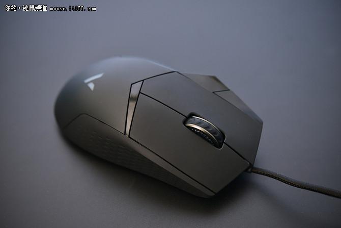 """""""船新""""手感了解一下?雷柏VT300鼠标评测"""