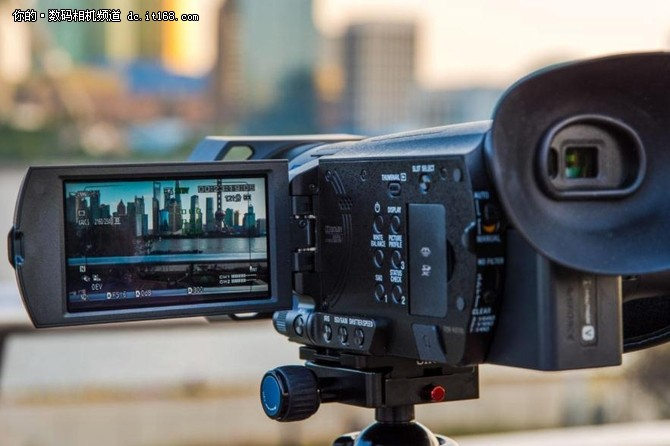 专业配置民用级价格,索尼FDR-AX700摄像机