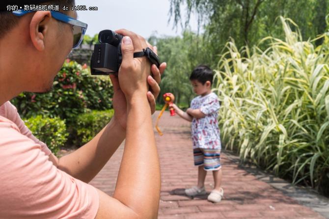 夏日萌宝环游记     索尼摄像机来助力
