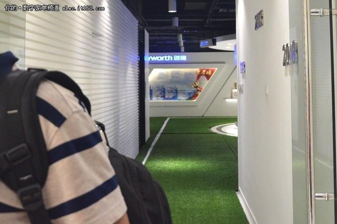 秒变足球场 百寸电视看世界杯了解一下
