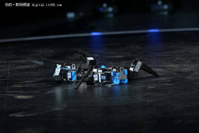 零一科技节发布会大然科技变胞机器人登场