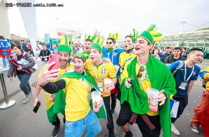 vivo NEX宝石红和球迷一起狂欢世界杯半决赛
