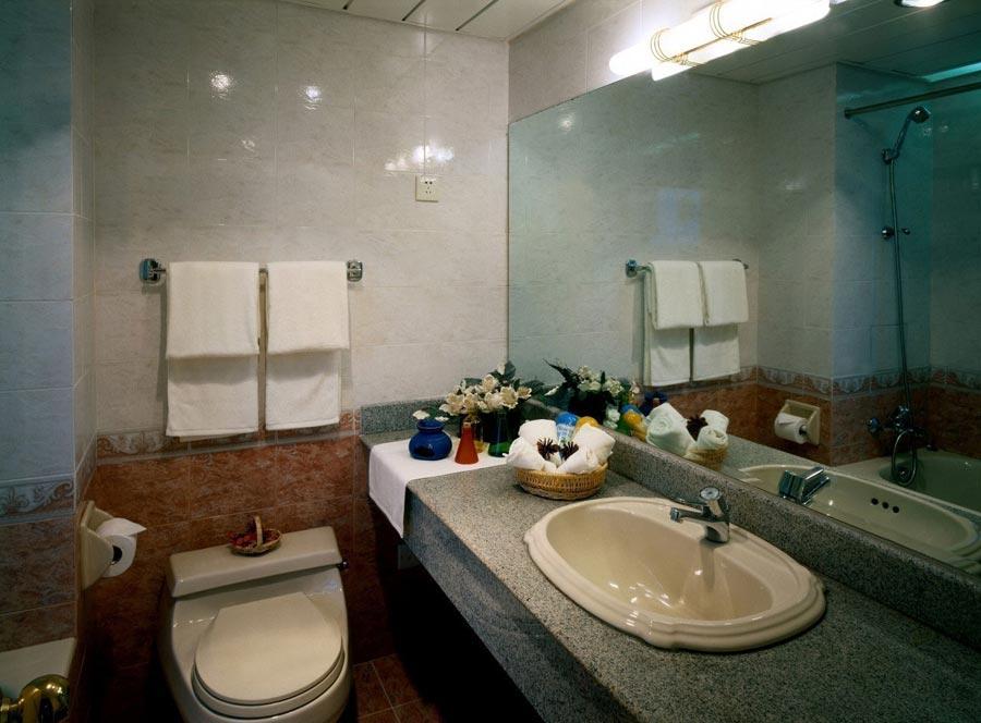 效果图大全2012图片  (2/35) 卫生间装修不仅要考虑墙面瓷砖,暗格的