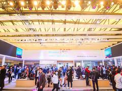 海信携首款300英寸激光影院亮相AWE2018