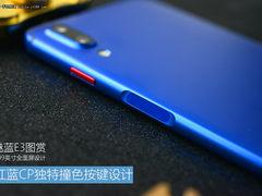 魅蓝E3图赏:红蓝CP独特撞色按键设计