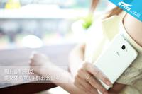 夏日清凉风 美女体验TCL手机么么哒4G