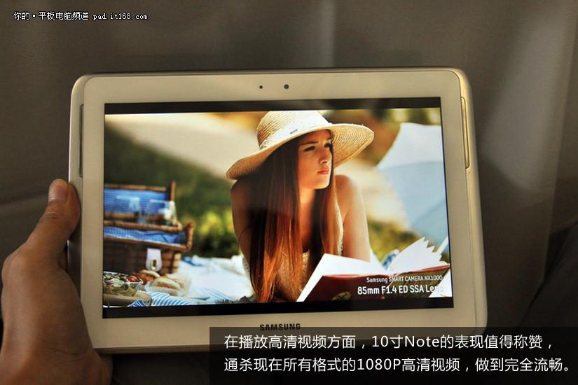 进入2012年后,平板电脑新品多集中在7英寸领域,因为大家都不愿意在10英寸战场与苹果iPad进行正面对抗。不过现在三星终于出招,推出了10英寸的Note 10.1,这款产品采用Exynos 4412四核心1.5GHz处理器,同时内存容量2GB,除了1280x800分辨率的屏幕稍显普通之外,确实是一款规格相当吸引人的旗舰级产品。