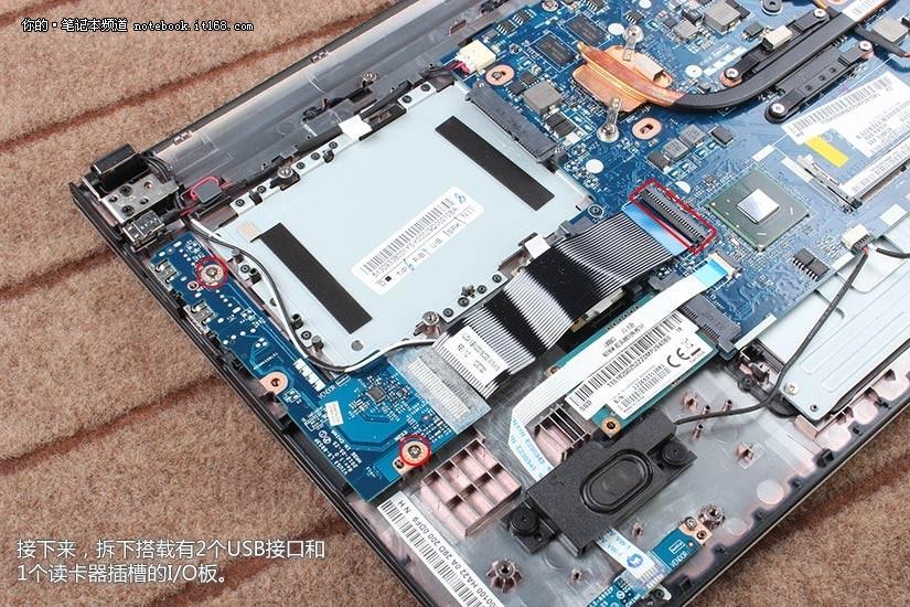 接下来,拆下搭载有2个usb接口和1个读卡器插槽的i/o板.