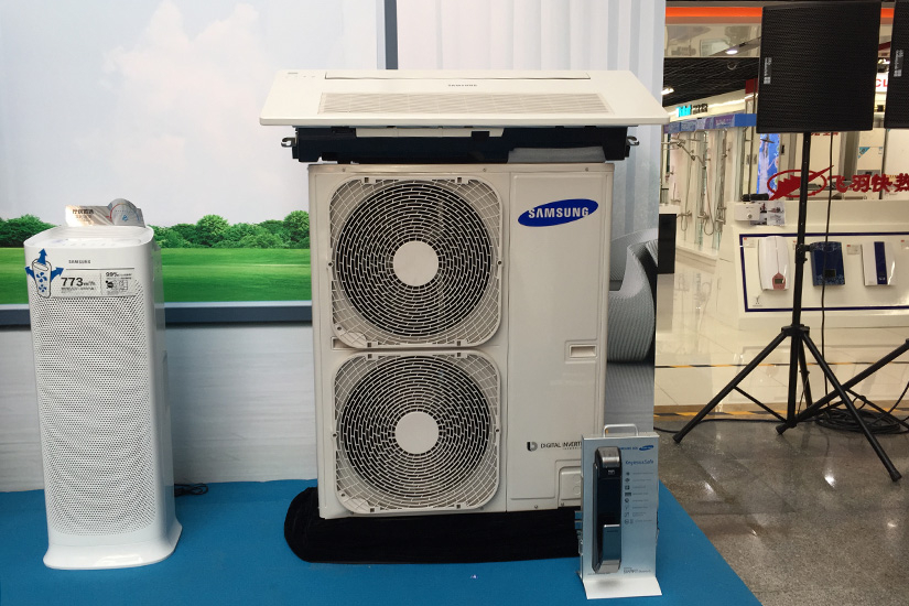 同期还展出了三星的家用中央空调,还是非常给力的,实现了空调,地暖