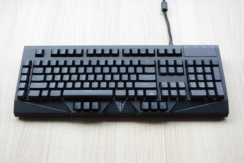 键盘整体为黑色设计,采用117键美式键盘布局,包括13颗扩展按键g1-g5图片