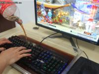 键盘还能这么玩 防水键盘能泡可乐不?