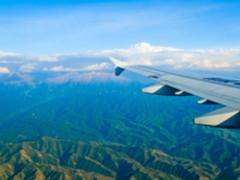 极限穿越 美国大神演绎无人机特技飞行