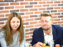 """中国网红月饼+板蓝根 俄罗斯大汉也要""""软"""""""