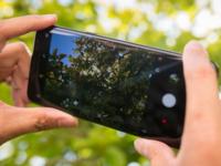 用户抓狂 三星S8拍照模糊 官方:敲一敲试试