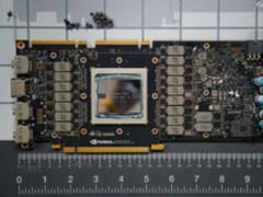 NVIDIA Titan V显卡拆解 16相供电堆满PCB