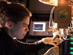 一跃成为领头羊!谷歌公布72量子比特芯片