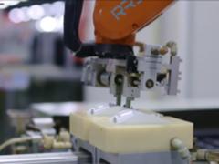华尔街日报:老牌键鼠大厂的自动化升级之路